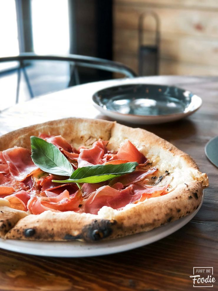 Madrid Grosso Napoletano pizza prosciutto