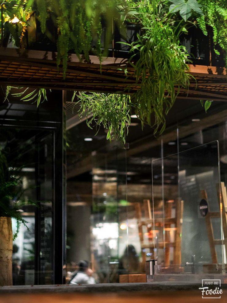 Local HONEST GREENS restaurante comida sana madrid